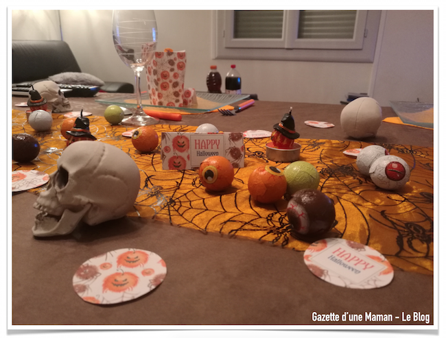Notre d co de table pour halloween avec les kits for Decoration de table halloween